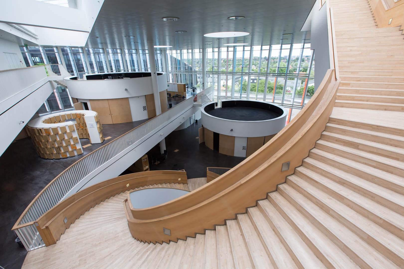 Gymnasium Orestad, Kopenhagen, Dumont